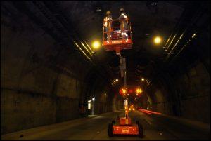 Colocación de accesorios en el túnel terminado.